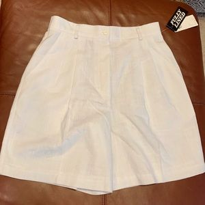 Pleated high waisted white shorts
